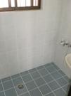 バスルーム。換気窓有り